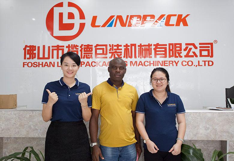 尼日利亚客户考察LD-320A立式颗粒包装机